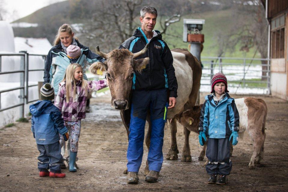 Yvonne und Toni mit ihrer Familie