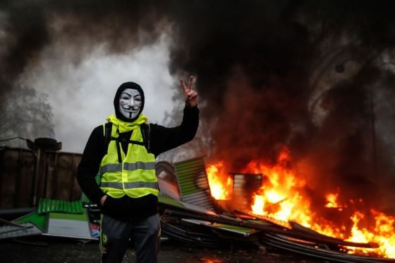 paris-fires-yellow-vest