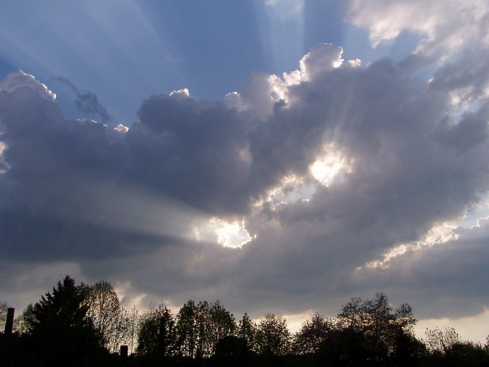 Wolken mit Lichtblitzen